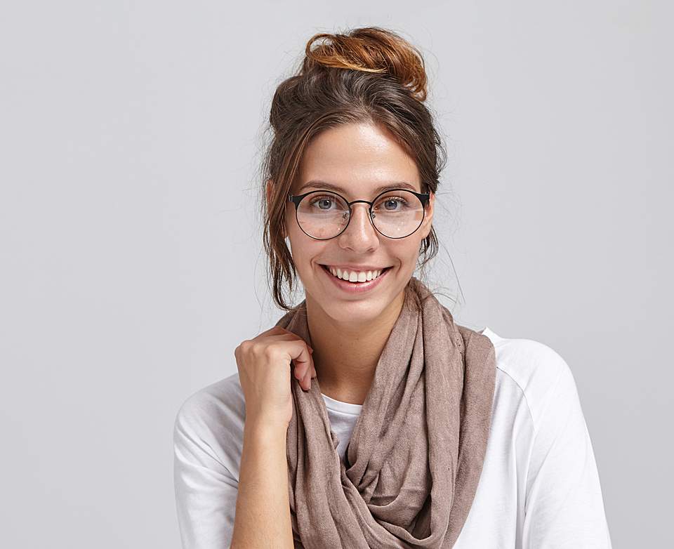 Model scarf glasses